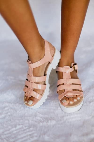 Sandália Salto Baixo Verniz Rosa