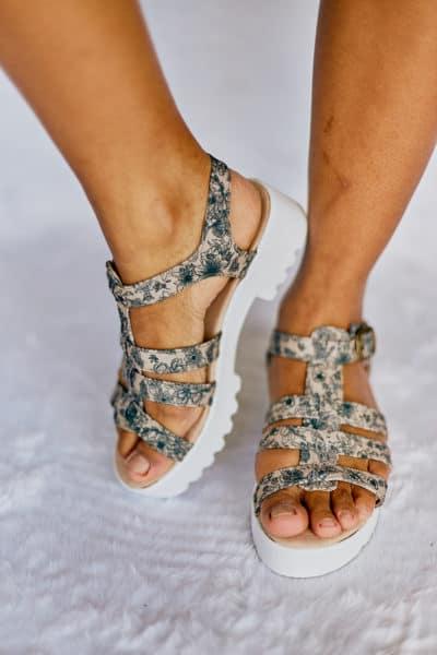 Sandália Salto Baixo Folhagens