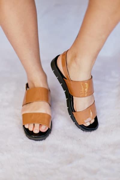 Sandália de Tiras Verniz Caramelo