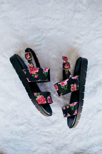 Sandália de Tiras Rosas