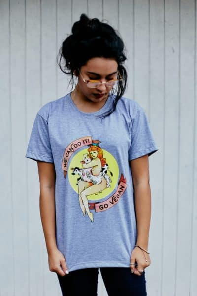 "Camiseta ""Go Vegan"" Cinza"